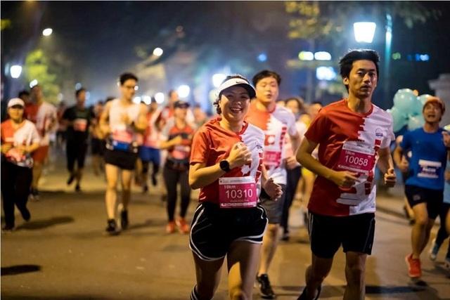 Các VĐV trong giải chạy Hanoi Heritage International Marathon.