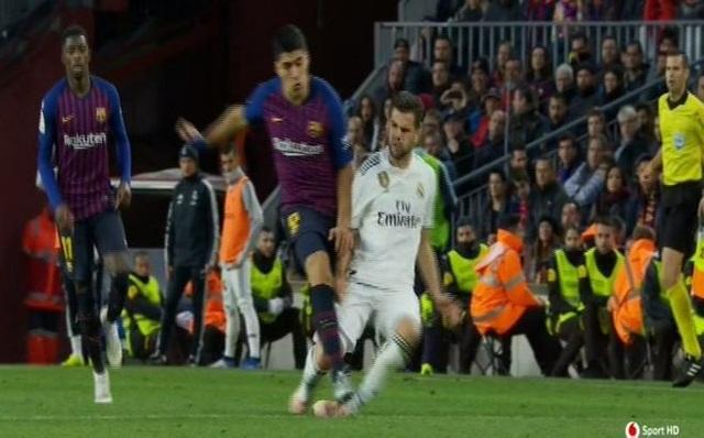 Luis Suarez nâng tỷ số lên 4-1 cho Barcelona