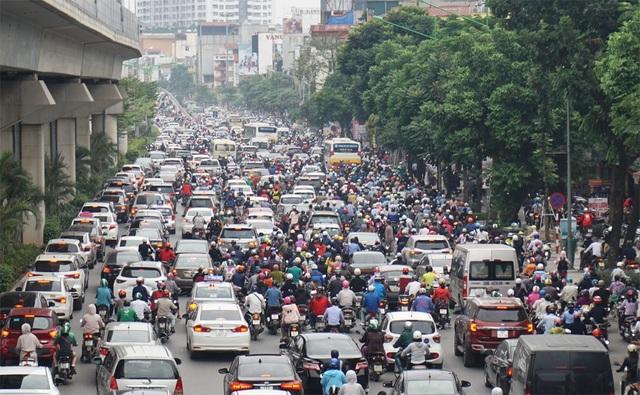 """Người và xe """"xếp"""" kín đường Nguyễn Trãi trong sáng đầu tuần - 1"""