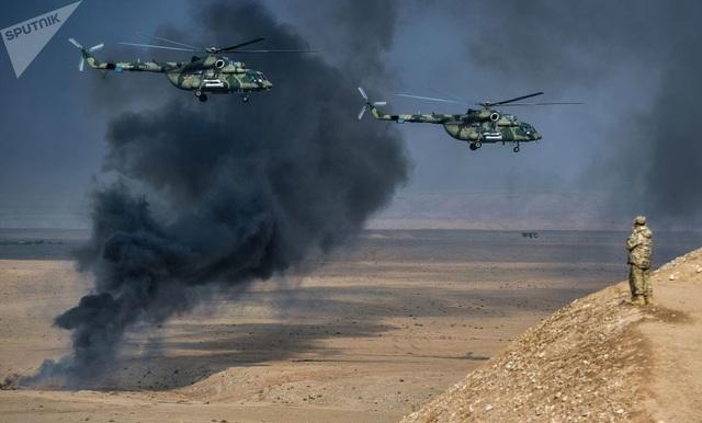 """Trực thăng tấn công """"kẻ hủy diệt"""" Mi-8 AMTSh tại bãi huấn luyện Harbmaidon tại Tajikistan tham gia cuộc diễn tập chống khủng bố của lực lượng phản ứng nhanh phối hợp (CBRF) thuộc Tổ chức Hiệp ước An ninh Tập thể (CSTO). CSTO là một liên minh quân sự giữa các nước Armenia, Belarus, Kazakhstan, Kyrgyzstan, Nga và Tajikistan thành lập năm 2002."""