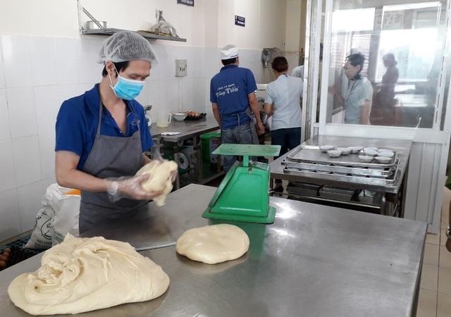 Bánh mì được chế biến chiều 27/10 chuyển đến tay người dùng sáng 28/10