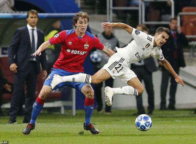 Mario Fernandes trong tình huống ngăn chặn tài năng trẻ Sergio Reguilon của Real Madrid