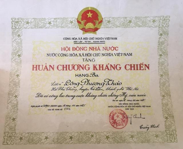 Hội đồng Nhà Nước trao tặng Huân chương Kháng chiến Hạng ba cho liệt sĩ Công Phương Thảo.
