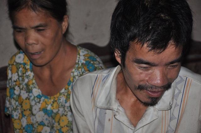 Anh Chung và chị Dung bị tâm thần từ nhỏ.