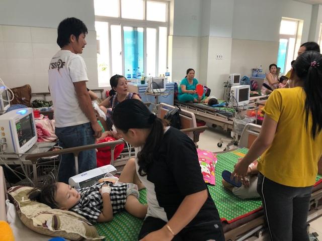 Bệnh tay chân miệng bùng phát mạnh tại Quảng Ngãi với trên 1.000 ca bệnh đã được ghi nhận.