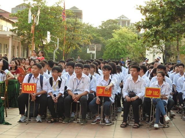Đông đảo học sinh Trường THPT Công nghiệp Hòa Bình hào hứng tham dự buổi học ngoại khóa.