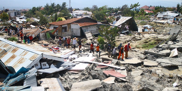 Nhiều làng mạc bị san phẳng do động đất, sóng thần. (Ảnh: Reuters)