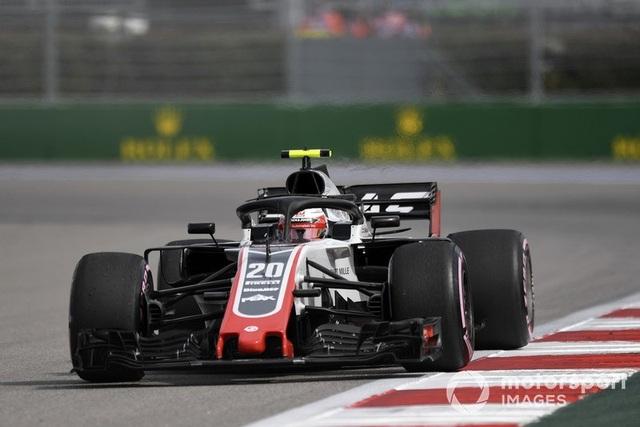 """Bottas chủ động """"nhường"""" chiến thắng chặng Sochi cho Hamilton - 10"""