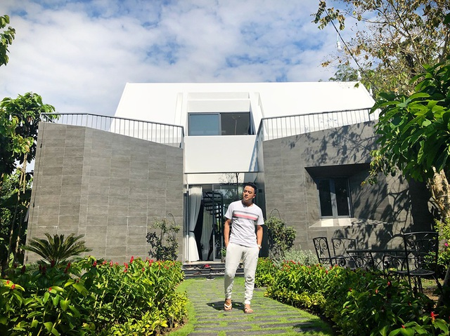 Anh chia sẻ, ý tưởng căn nhà được hình thành từ những kiểu kiến trúc đẹp mình đã từng ở và học hỏi khi có cơ hội đi du lịch và làm việc trên thế giới.