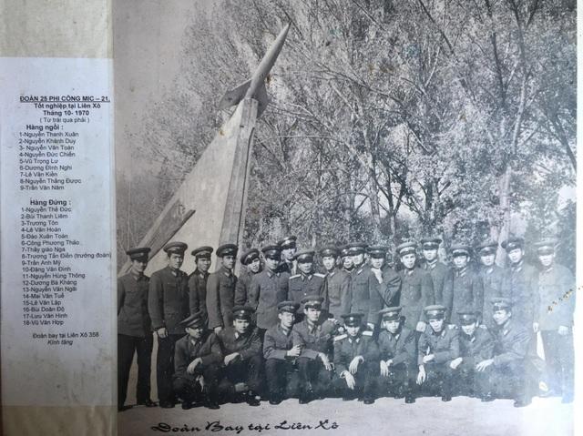 Ảnh kỷ niệm đoàn bay 358 tại Liên Xô (khóa 1967-1970). Liệt sĩ Công Phương Thảo ở hàng sau, thứ 6 từ trái sang (Ảnh do gia đình liệt sĩ Công Phương Thảo cung cấp).