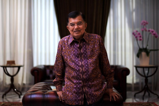 Phó Tổng thống Jusuf Kalla rất thích chơi đùa cùng các cháu của mình trong lúc rảnh rỗi