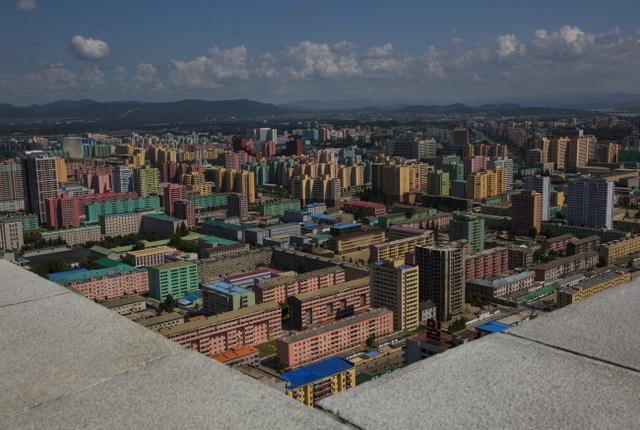 Những tòa nhà cao tầng nhiều màu sắc tươi sáng ở Bình Nhưỡng.