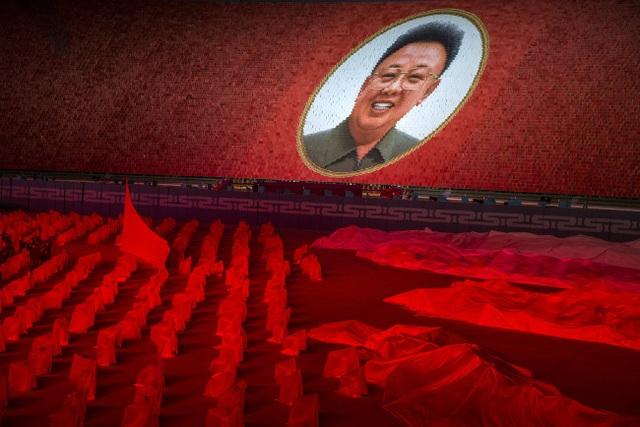 Chương trình đồng diễn hoành tráng với sự tham gia của hàng nghìn người tại một sân vận động ở Bình Nhưỡng.