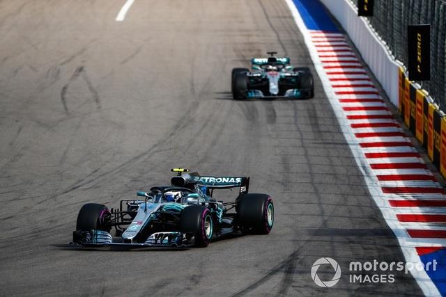 """Bottas chủ động """"nhường"""" chiến thắng chặng Sochi cho Hamilton - 3"""