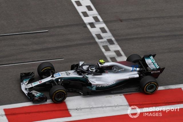 """Bottas chủ động """"nhường"""" chiến thắng chặng Sochi cho Hamilton - 6"""