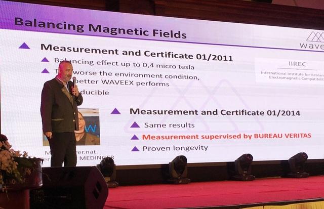 Ông Wolfgang Vogl, Giám đốc kinh doanh quốc tế của WaveEX giới thiệu về sản phẩm tại Việt Nam.