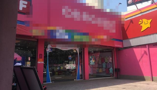 Một trong số các chuỗi cửa hàng bị các đối tượng cắt cửa, đột nhập trộm tài sản trên địa bàn quận 9.