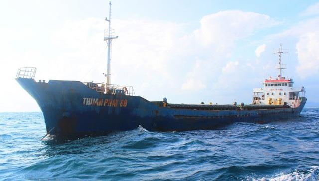 Tạm giữ tàu vận chuyển gần 3.000 tấn than không hợp lệ - 1