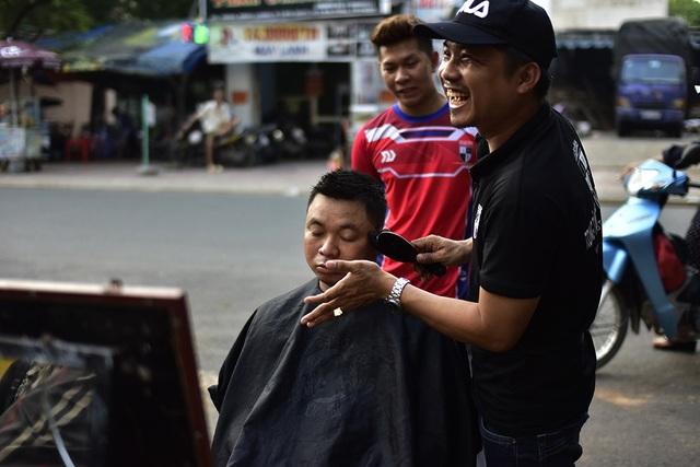 Không khí ở đây luôn thân thiện và vui vẻ. Đây cũng là một trong những kỹ năng phục vụ khách mà anh Quang Huy muốn truyền dạy cho học trò