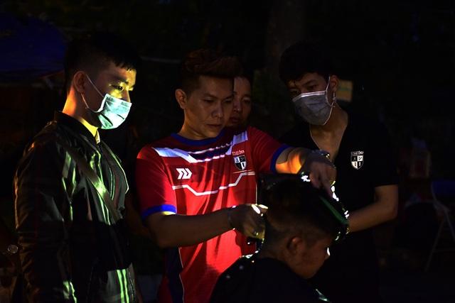 Đây là lớp dạy nghề cắt tóc của anh Nguyễn Quang Huy