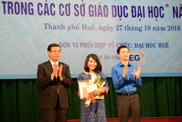 TS. Nguyễn Thị Kim Ngân - khoa Ngữ văn trường ĐH Sư phạm - ĐH Huế nhận giải Nhất