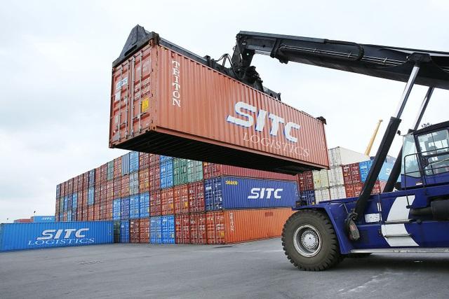 Theo chuyên gia của CIEM, chi phí logistics của Việt Nam cao do nhiều hạng mục, thủ tục không chuẩn hóa với quốc tế, thậm chí khu biệt để gây khó dễ cho doanh nghiệp.