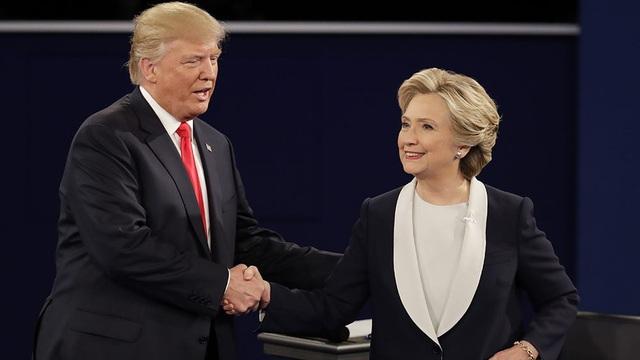 Ông Donald Trump và bà Hillary Clinton trong một cuộc tranh luận năm 2016 (Ảnh: Shutterstock)