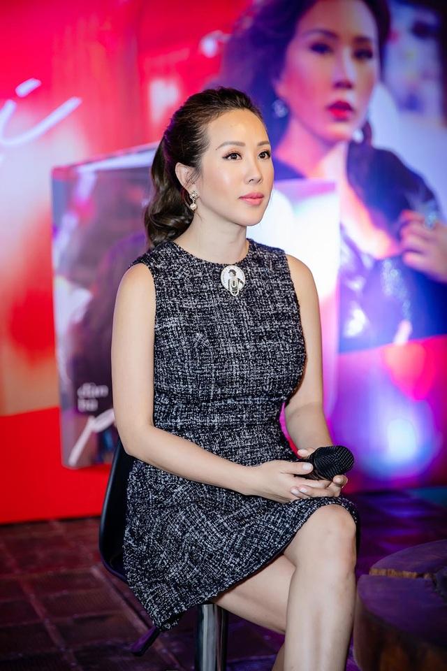 Hoa hậu Thu Hoài thú nhận gia đình bạn trai Việt kiều kém 10 tuổi từng rất phản đối chuyện tình yêu của hai người.