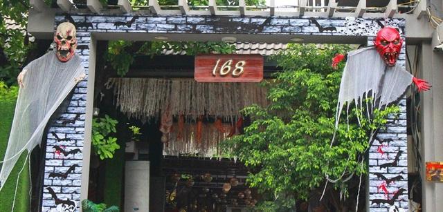 Nhiều hàng quán ở Đà Nẵng bài trí sắc màu mùa lễ hội Halloween