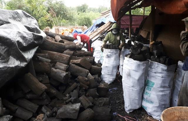 Sản phẩm than củi của anh đã tiêu thụ khắp các chợ ở địa phương