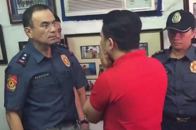 Cảnh sát trưởng Guillermo Eleazar đã giận dữ mắng viên cảnh sát Valencia vì hành vi cưỡng hiếp. (Ảnh: MB)