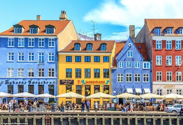 Copenhagen được xếp hạng đầu trong Top 10 thành phố đáng đến trong năm 2019 nhờ quang cảnh ẩm thực nổi tiếng thế giới.