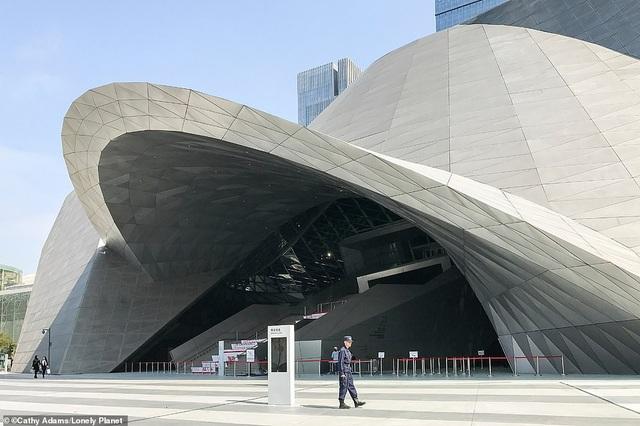 Thâm Quyến, Trung Quốc, nằm ở vị trí thứ 2 trong danh sách Top 10 thành phố với các thiết kế hiện đại và ấn tượng. Ảnh: Bảo tàng Nghệ thuật Đương đại và Triển lãm Quy hoạch thành phố