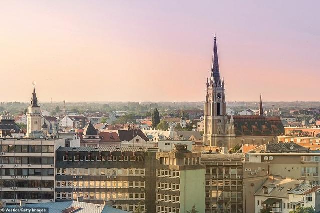 """Vị trí thứ 3 thuộc về Novi Sad ở Serbia. Lonely Planet miêu tả nơi đây """"vừa duyên dáng vừa cởi mở"""" với các lễ hội nổi tiếng và thị trấn Trung Quốc với nền văn hóa khác biệt."""