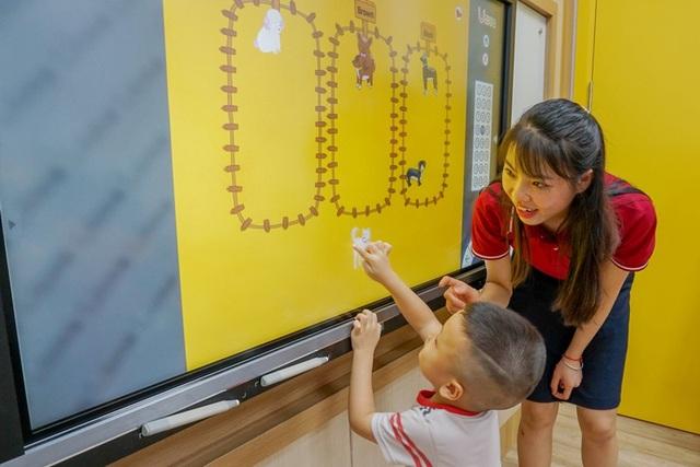 Khuyến khích trẻ bày tỏ quan điểm sẽ giúp kích thích não bộ, khiến trẻ suy nghĩ mới mẻ và đa chiều.