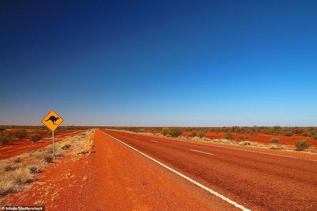 Bảng hiệu đường kangaroo trên Stuart Highway ở Red Centre, lãnh thổ phía Bắc nước Úc. Khu vực này đứng thứ 4 trong danh sách các khu vực phải đến năm 2019.