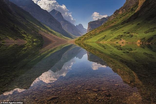Kyrgyzstan, với địa hình đồi núi kinh ngạc, xếp thứ 5 trong danh sách.