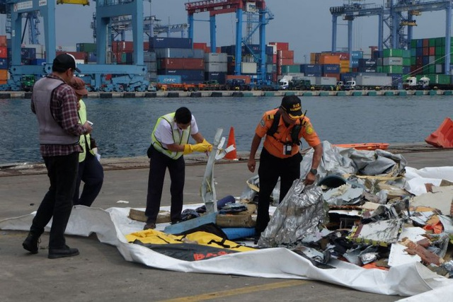 Phần hành lý hành khách và mảnh vỡ máy bay được tìm thấy (Ảnh: ST)