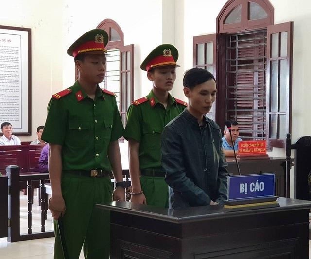 Nguyễn Mạnh Hùng tại phiên tòa.