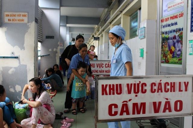 Khu vực cách li, điều trị sởi tại Bệnh viện Nhi Đồng 1