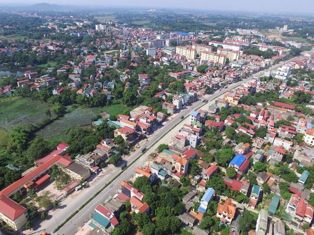 Tuyến đường dài 2km nằm trong dự án cải tạo nâng cấp tuyến phố Tùng Thiện QL 21A, đi qua địa bàn phường Trung Sơn Trầm (Sơn Tây, Hà Nội) được đầu tư hơn 200 tỷ đồng thi công từ năm 2011 đến nay đã hơn 7 năm nhưng vẫn chưa xong.