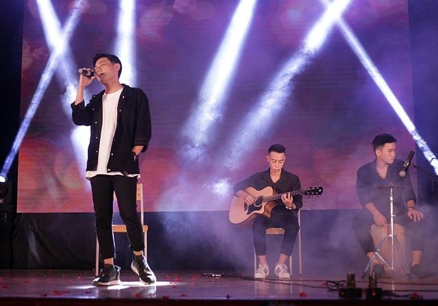 """""""Hoàng tử soundclound"""" Thái Đinh mang đến những ca khúc quen thuộc như Phố không em, Những ngày vắng em"""