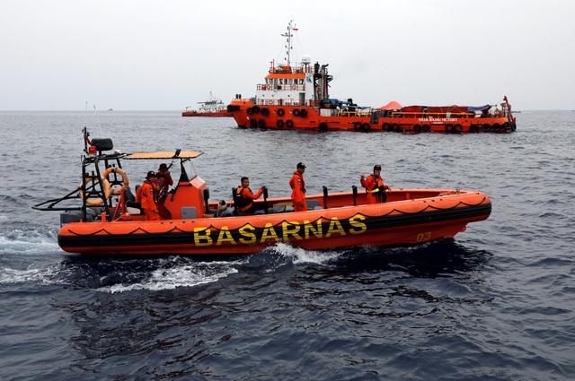 Đại diện cảnh sát Indonesia cho biết các chuyên gia về pháp y đã thực hiện hàng loạt xét nghiệm trên các phần thi thể được tìm thấy, song vẫn chưa hoàn tất việc xác định danh tính các nạn nhân.