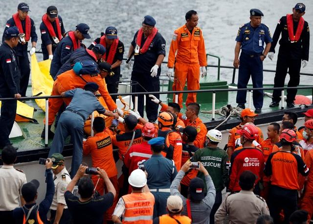 Lực lượng cứu hộ đã trục vớt và chuyển 34 túi đựng thi thể của các nạn nhân, có thể bao gồm cả trẻ em, tới nơi kiểm tra ADN để xác định danh tính của các nạn nhân.