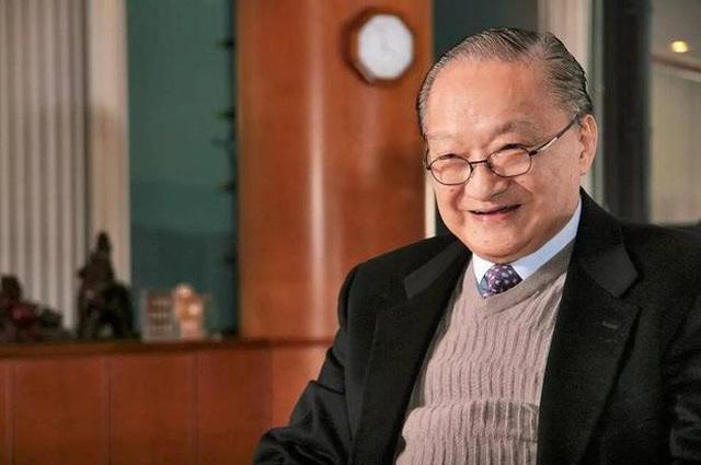 Nụ cười Kim Dung đã tắt ở tuổi 94 nhưng những tác phẩm của ông vẫn còn sống mãi.