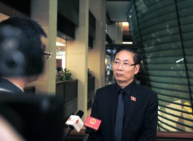 Đại biểu Nguyễn Văn Chiến thắc mắc lý do án treo ít được áp dụng dù đây là một chế định nhân văn (ảnh: Như Phúc)