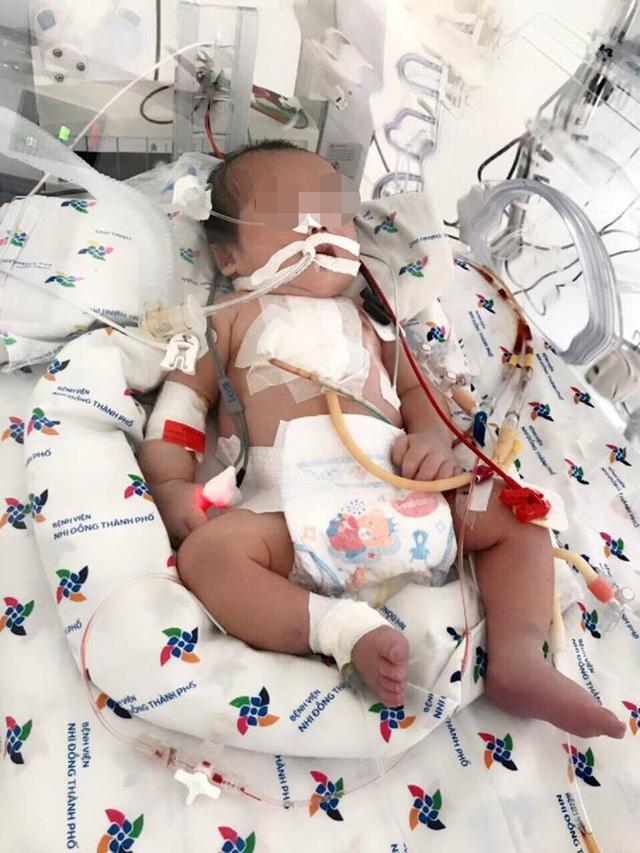 Sau can thiệp, phẫu thuật sức khỏe cậu bé đang bình phục tốt