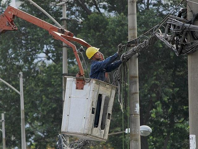 Các doanh nghiệp đề nghị Bộ Tài chính xem xét, sửa đổi những bất hợp lý tại Nghị định 20. Trong ảnh: Điện lực là một trong những ngành chịu ảnh hưởng của Nghị định 20/2017. Ảnh: Hoàng Giang