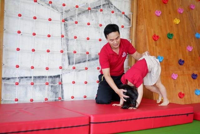 Trẻ nên được tiếp cận với đa dạng các loại hình vận động thể chất.