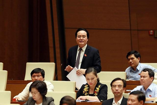 Bộ trưởng GD-ĐT Phùng Xuân Nhạ trả lời chất vấn của đại biểu Quốc hội (ảnh: Như Phúc)